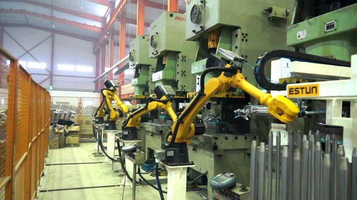 Robot ứng dụng trong dây chuyền dập nóng
